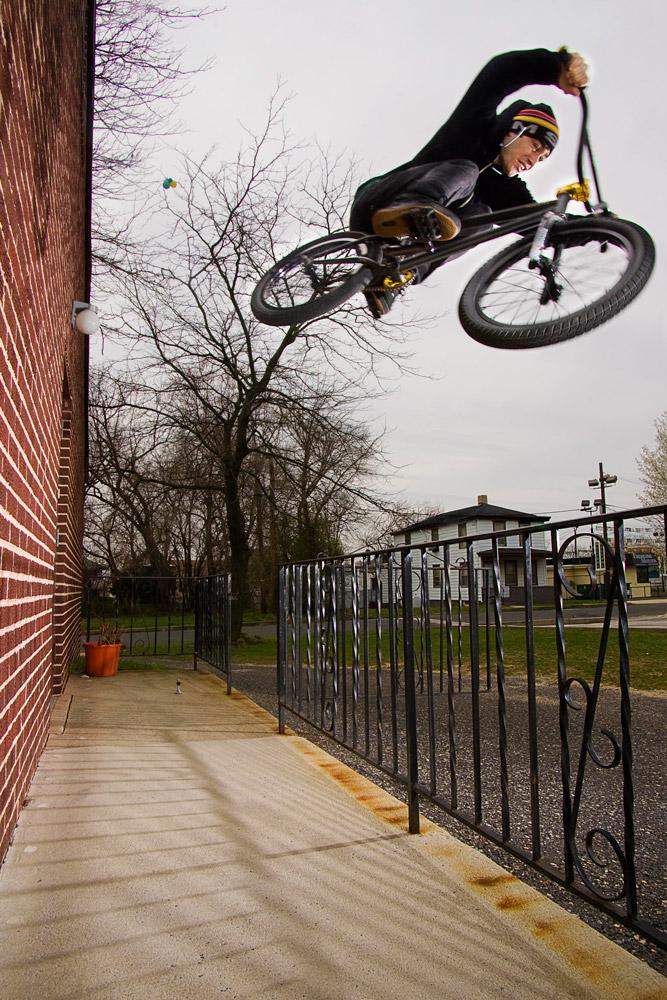 Wallride to Rail hop